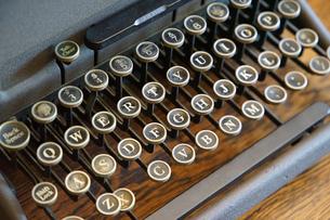 タイプライターのキーの写真素材 [FYI00894105]