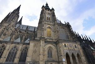 聖ヴィート大聖堂「南面」(チェコ・プラハ歴史地区)の写真素材 [FYI00894107]