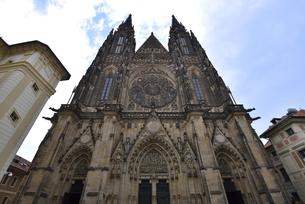 聖ヴィート大聖堂「西側正面」(チェコ・プラハ歴史地区)の写真素材 [FYI00894109]