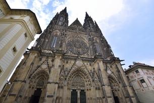 聖ヴィート大聖堂「西側正面」(チェコ・プラハ歴史地区)の写真素材 [FYI00894110]