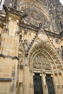 聖ヴィート大聖堂「西側正面」(チェコ・プラハ歴史地区)の写真素材 [FYI00894111]