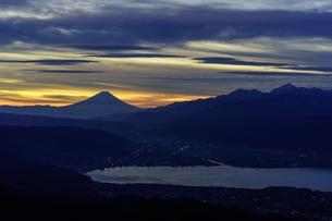 高ボッチからの夜明けの写真素材 [FYI00894569]