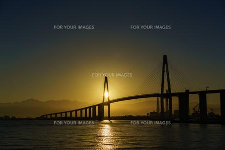 海王丸パークと日の出の写真素材 [FYI00894575]