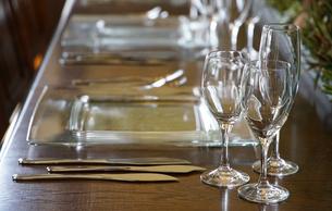 テーブルの食器の写真素材 [FYI00894848]