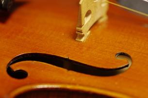 ヴァイオリンのf字孔の写真素材 [FYI00894898]