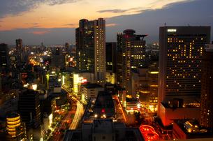 大阪梅田の夕景の写真素材 [FYI00894922]