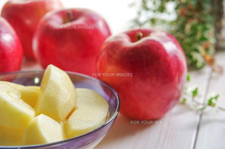 秋の味覚、林檎の写真素材 [FYI00894946]