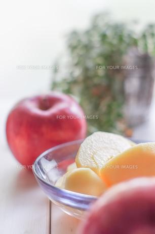 秋の味覚、林檎の写真素材 [FYI00894957]