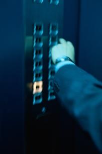 ビジネスマン、エレベーターの素材 [FYI00895072]