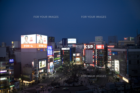 新宿駅東口駅前の素材 [FYI00895581]