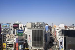 渋谷駅西口駅前のビル群の素材 [FYI00895586]