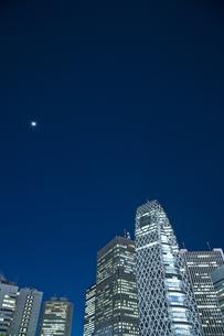 新宿駅西口高層ビル群の素材 [FYI00895597]