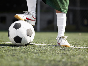 Child s foot on soccer ball (close-up)の素材 [FYI00900043]
