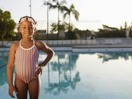 girl in swimming wear standing by poolの素材 [FYI00900060]