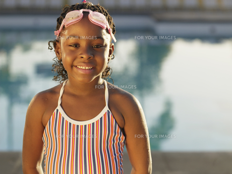 Young girl in swimming costumeの素材 [FYI00900073]