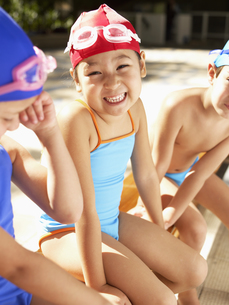 Girl in swimming costumes is on benchの素材 [FYI00900078]