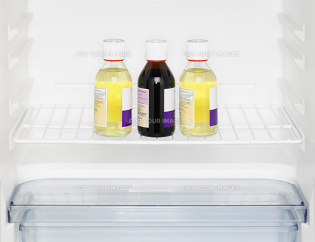 Three medicine bottles in fridgeの素材 [FYI00900167]