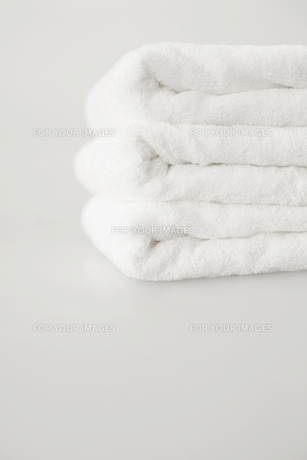 Stack of white towelsの素材 [FYI00901551]