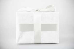 Gift in white packagingの素材 [FYI00901602]