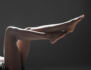 Womans bare legsの素材 [FYI00901813]