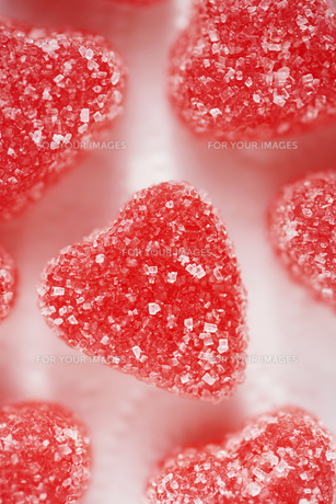 Close-up of heart shaped candiesの素材 [FYI00902202]