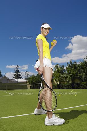 Portrait of female tennis playerの素材 [FYI00902432]