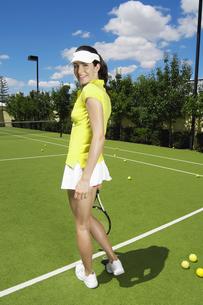 Portrait of female tennis playerの素材 [FYI00902434]