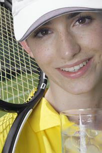 Portrait of female tennis playerの素材 [FYI00902448]