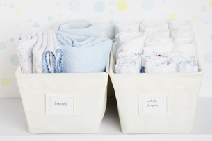 Towels and cloth diapers in basketsの素材 [FYI00902792]