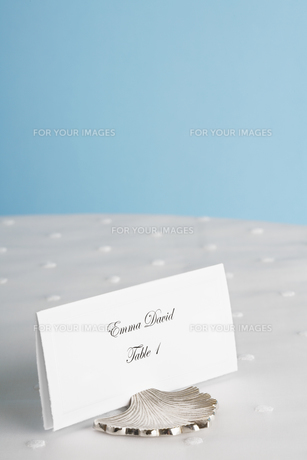 Place card on tableの素材 [FYI00903024]