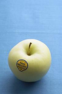 Single organic green appleの素材 [FYI00904298]