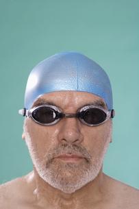Senior male swimmerの素材 [FYI00904563]