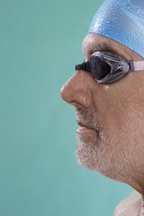 Profile of senior male swimmerの素材 [FYI00904572]