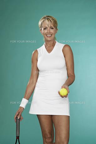 Mature female tennis playerの素材 [FYI00904959]