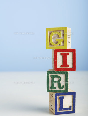 Toy Blocks Spelling Out Girlの素材 [FYI00905224]