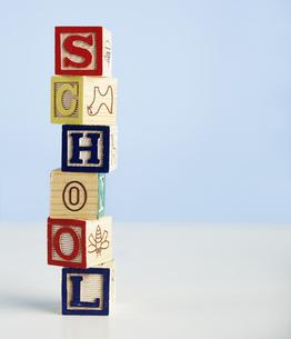 Toy Blocks Spelling Out Schoolの素材 [FYI00905247]