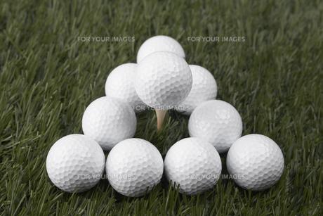 Golf Balls on Grassの素材 [FYI00905285]