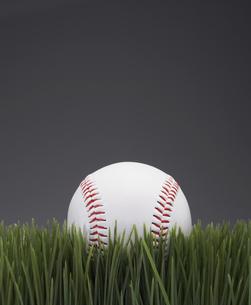 Baseball on Grassの素材 [FYI00905288]