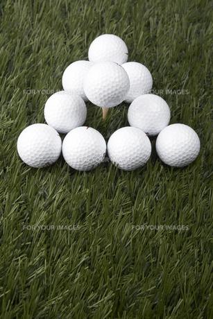 Golf Balls on Grassの素材 [FYI00905316]