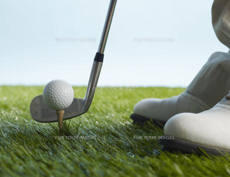 Golf Player Hitting Ballの素材 [FYI00905336]