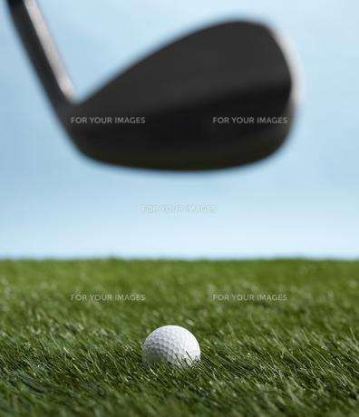 Golf Club Hitting Ballの素材 [FYI00905339]