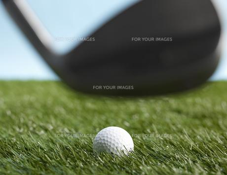 Golf Club Hitting Ballの素材 [FYI00905341]