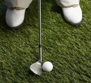 Golf Player Hitting Ballの素材 [FYI00905362]