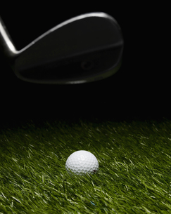 Golf Club Hitting Ballの素材 [FYI00905386]