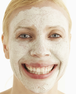 Mid-Adult Woman with Face Maskの素材 [FYI00905975]