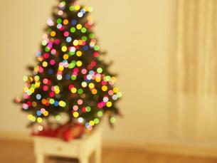 Blurred View of Christmas Treeの素材 [FYI00906238]