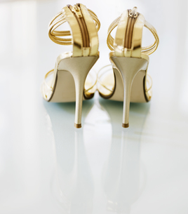 Pair of Golden High-Heeled Shoesの素材 [FYI00906311]