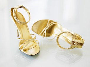 Pair of Golden High-Heeled Shoesの素材 [FYI00906351]
