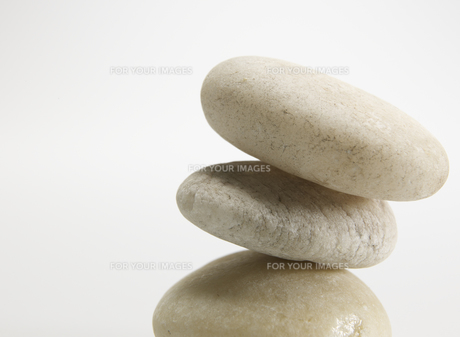 Three Stones on Top of Each Otherの素材 [FYI00907247]