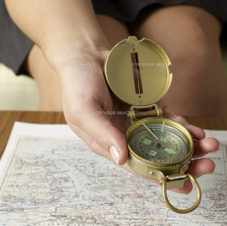 Close-Up of Using Compass above Mapの素材 [FYI00907287]